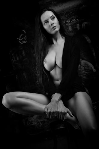 dynamic sitting artistic nude artwork by photographer j%C3%BCrgen weis