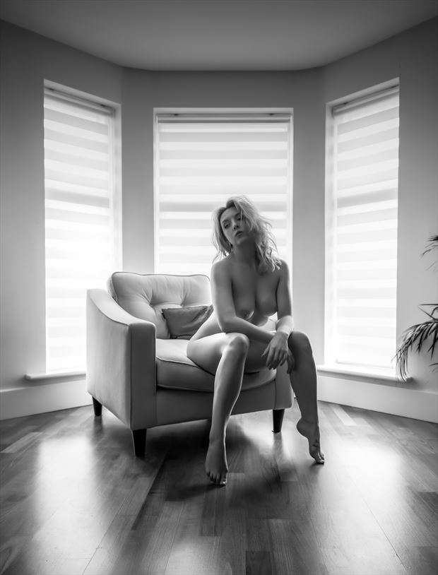 edge of your seat artistic nude photo by photographer neilh
