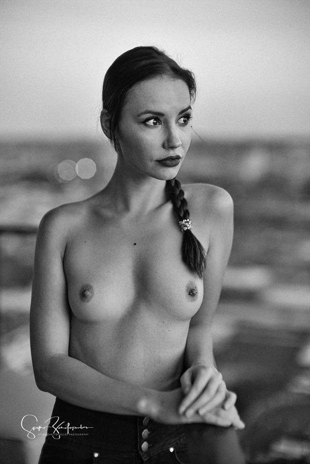 elilith artistic nude photo by photographer spyro zarifopoulos