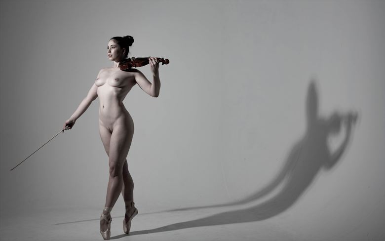 elle beth artistic nude photo by photographer richard benn