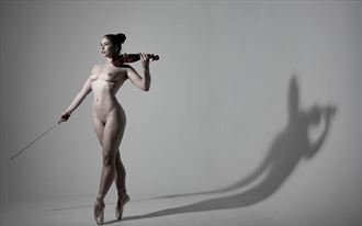 elle beth artistic nude photo by photographer richard benn