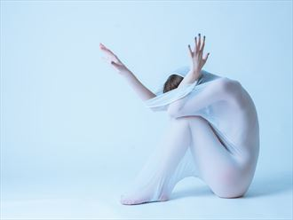 emerging artistic nude photo by photographer robhillphoto