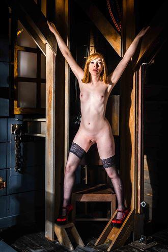 erotic alternative model photo by photographer cuthbert