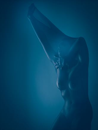 escaping artistic nude photo by photographer robhillphoto
