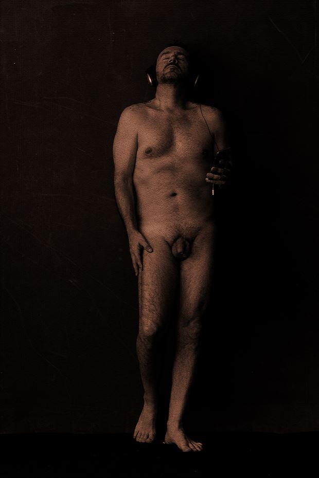 escuchando oblivion implied nude photo by photographer gustavo combariza
