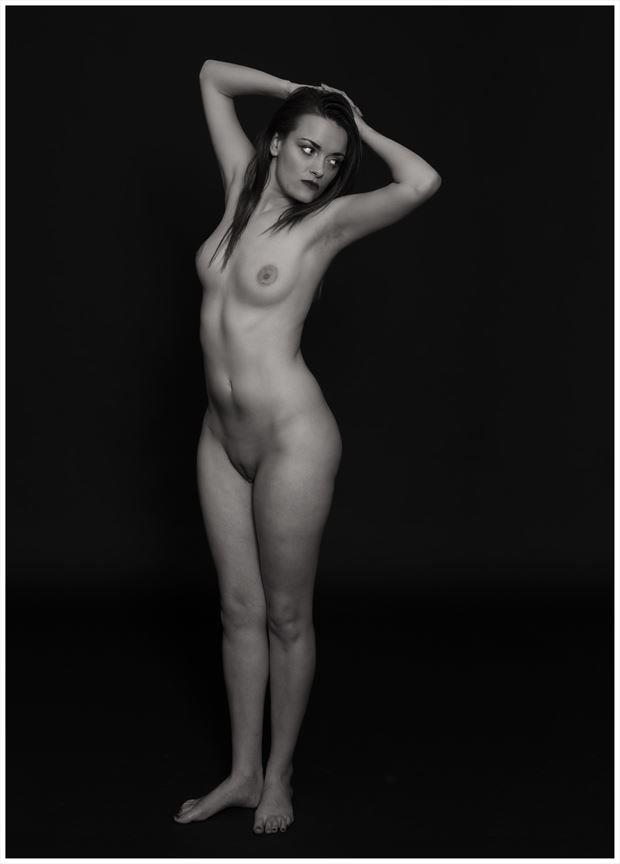 eyes on the left looking artistic nude photo by photographer tommy 2 s