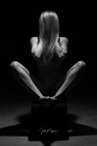 faceless beauty artistic nude artwork by photographer justin mortimer