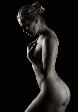 fanny artistic nude photo by photographer richard byrne