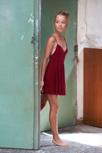 fashion candid photo by photographer thomas berlin