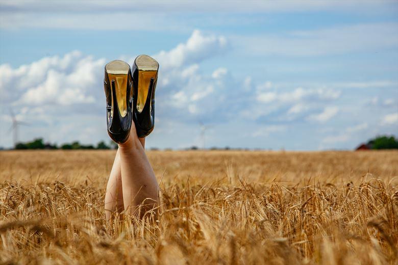 feet up nature photo by model trasselzudd