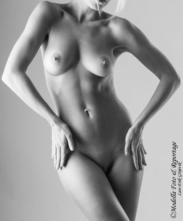 female art artistic nude photo by photographer modella foto