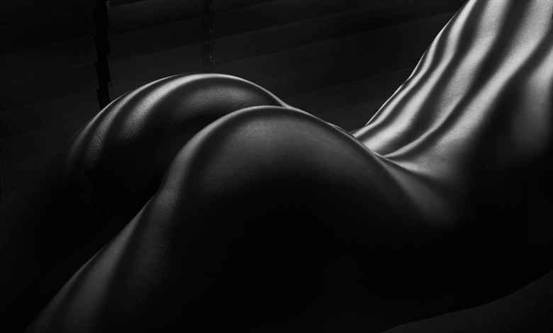 female curves artistic nude photo by photographer colin dixon