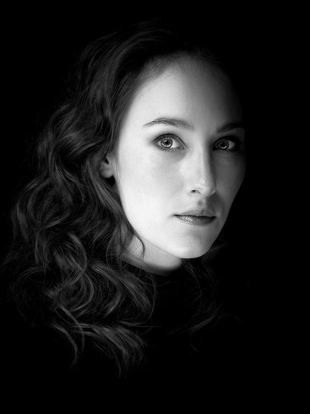 female portrait studio lighting photo by photographer fotograafedmond