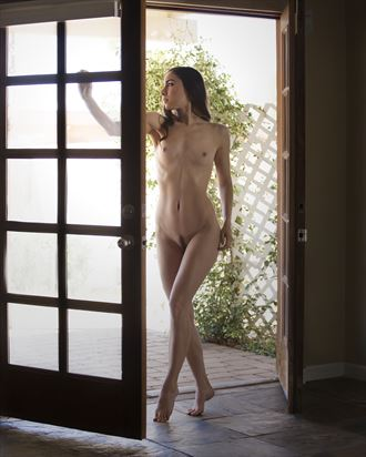 floofie doorway artistic nude photo by photographer thomasvincentphoto