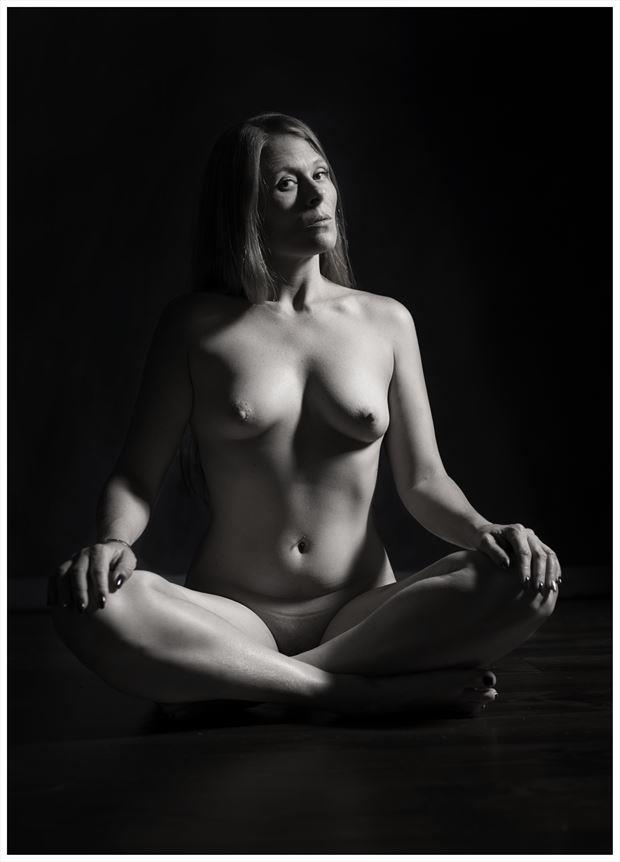 floor sitting artistic nude photo by photographer tommy 2 s