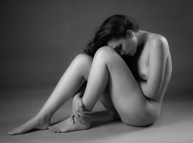 folded artistic nude photo by photographer allan taylor