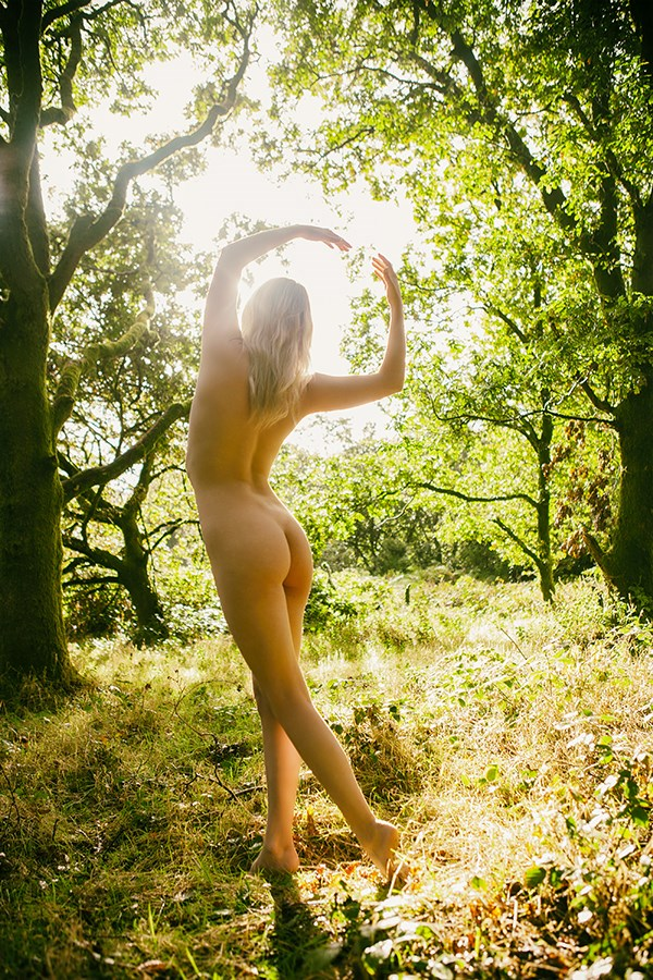 forest halo Artistic Nude Photo by Photographer imagesse
