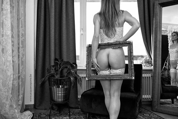 framed artistic nude photo by photographer acqua e sapone