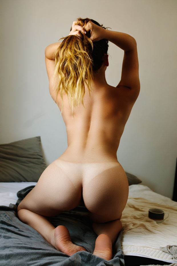 from the back artistic nude photo by photographer theprivatelens