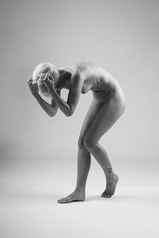 frustration artistic nude photo by photographer modella foto