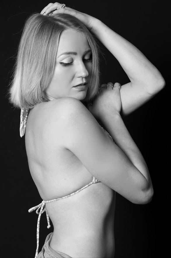 gentle thoughts bikini photo by model cali layne