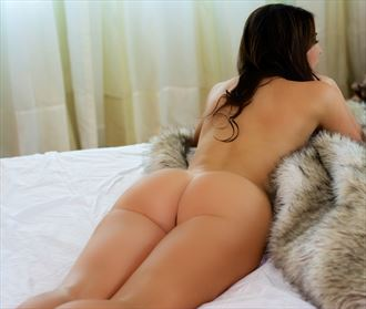 girl on fur artistic nude photo by photographer itzu me