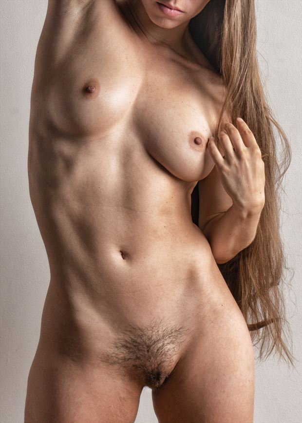 give her a hand artistic nude photo by photographer rick jolson