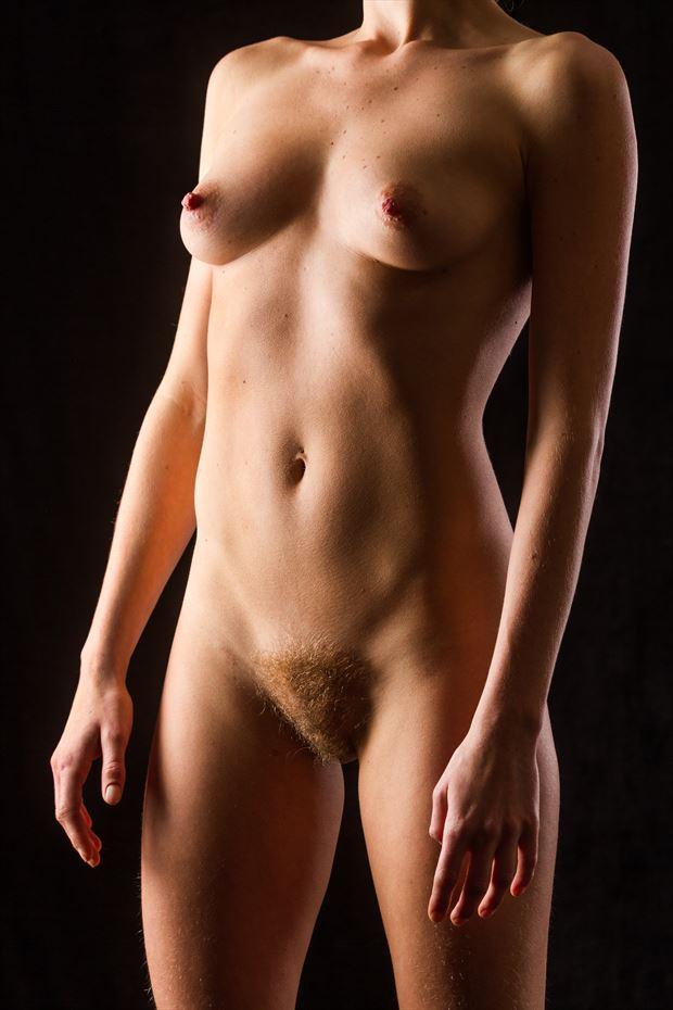 golden artistic nude photo by photographer modella foto