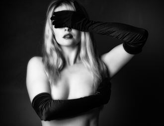 got it all covered artistic nude photo by photographer colin dixon