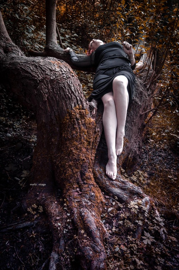 gothy woodland shoot with Richard Gould Nature Photo by Model  Pinklilith