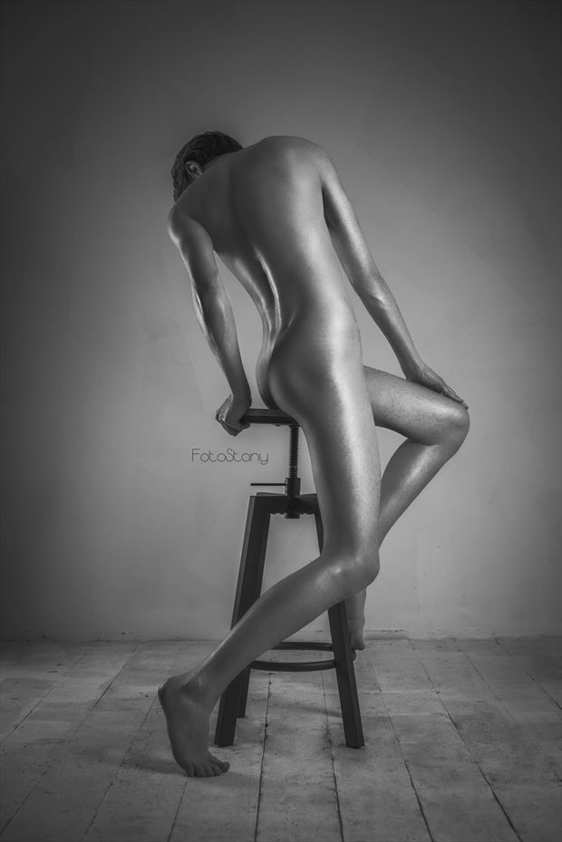 guy on the stool artistic nude photo by photographer oliwier r