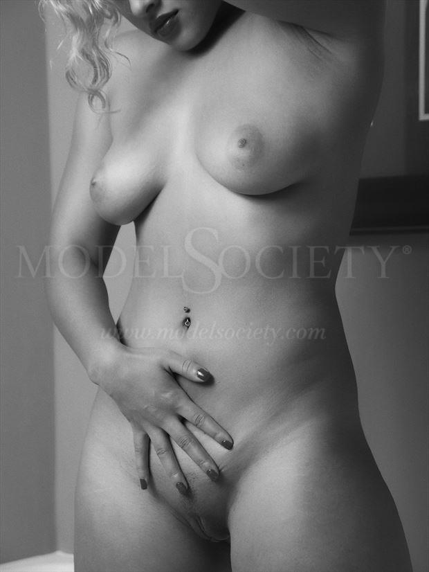 hand on her body artistic nude photo by photographer csdewittphotography