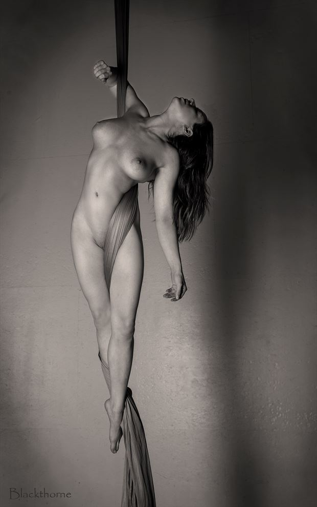 hanging out artistic nude photo by photographer blackthorne