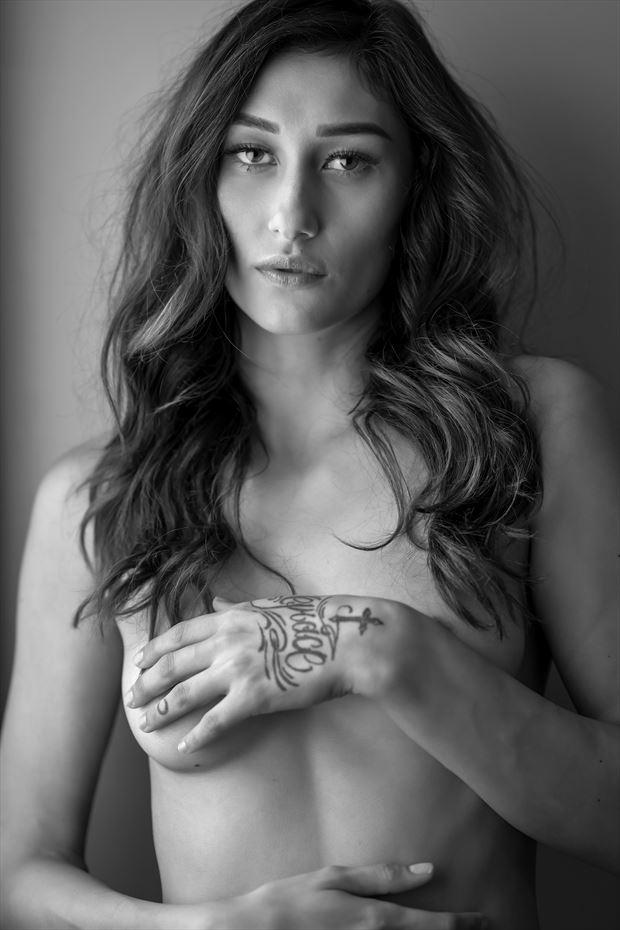 hapa model hawaii window light sensual photo by photographer voluptuary media