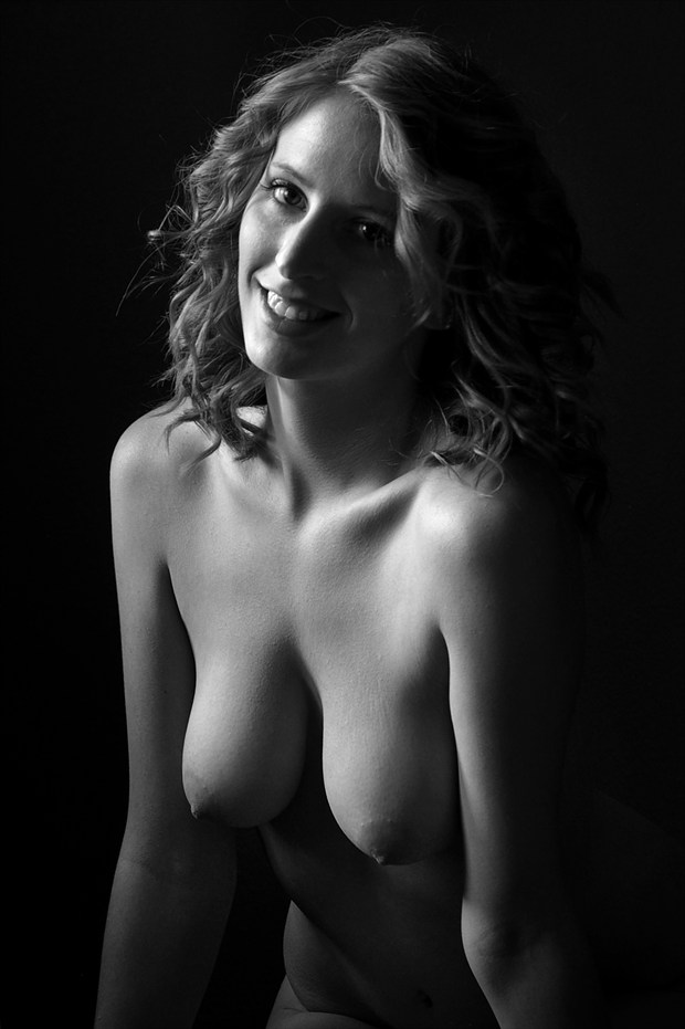 her smile Artistic Nude Photo by Photographer AEPhotography