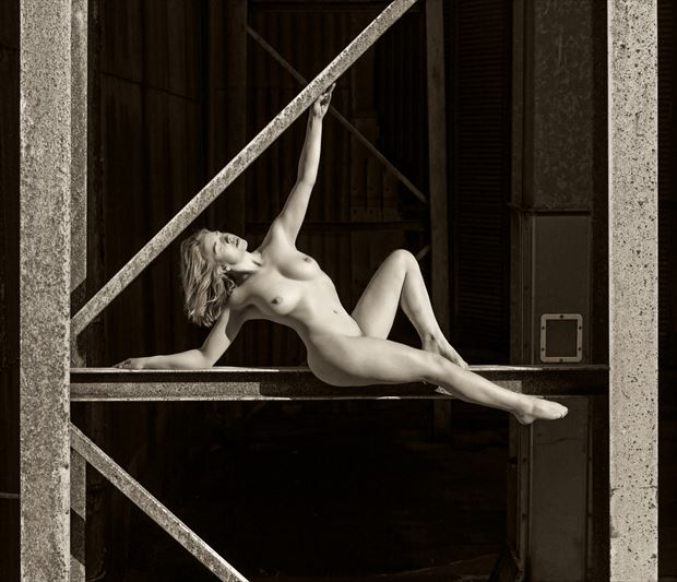 high contrast at 50 ft artistic nude photo by photographer maxoperandi