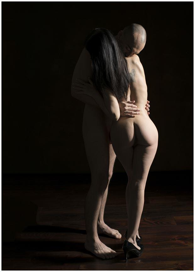 holding artistic nude photo by photographer tommy 2 s