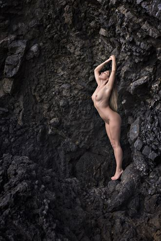 holding on artistic nude photo by photographer niall
