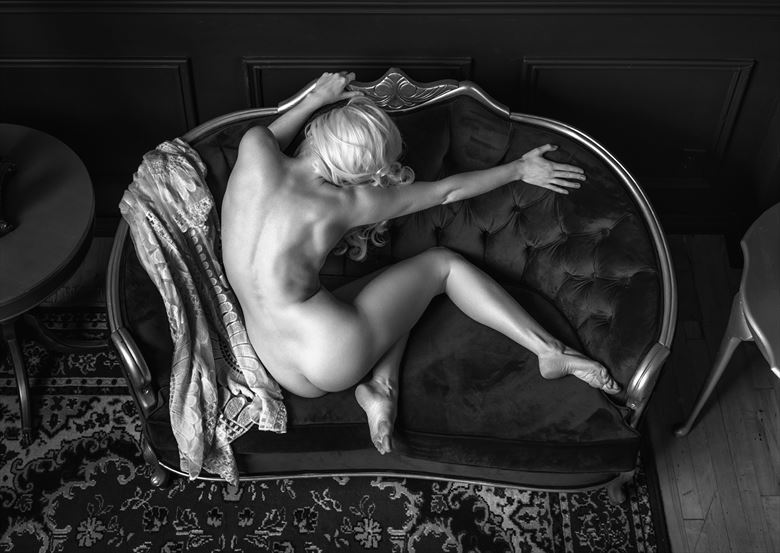 implied nude natural light photo by photographer ellis
