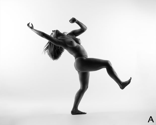 in motion artistic nude photo by photographer apetura