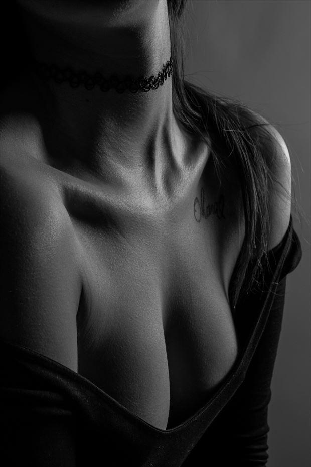 in search of perfection hano_05 sensual photo by photographer marcin wozniak