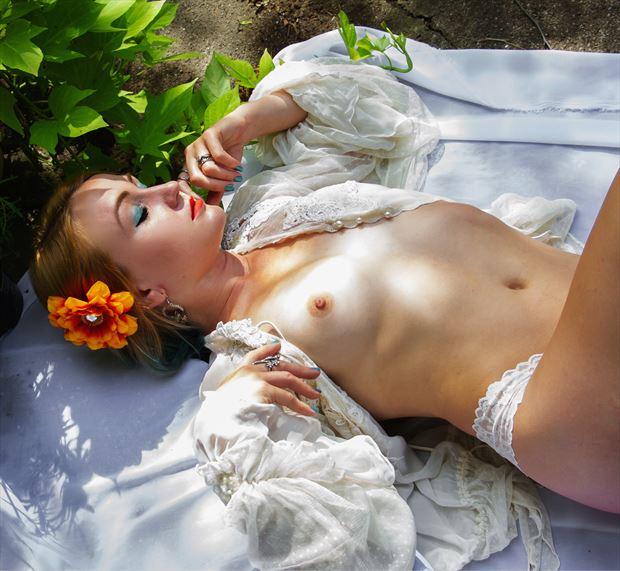 in summer shade artistic nude photo by model cali laine