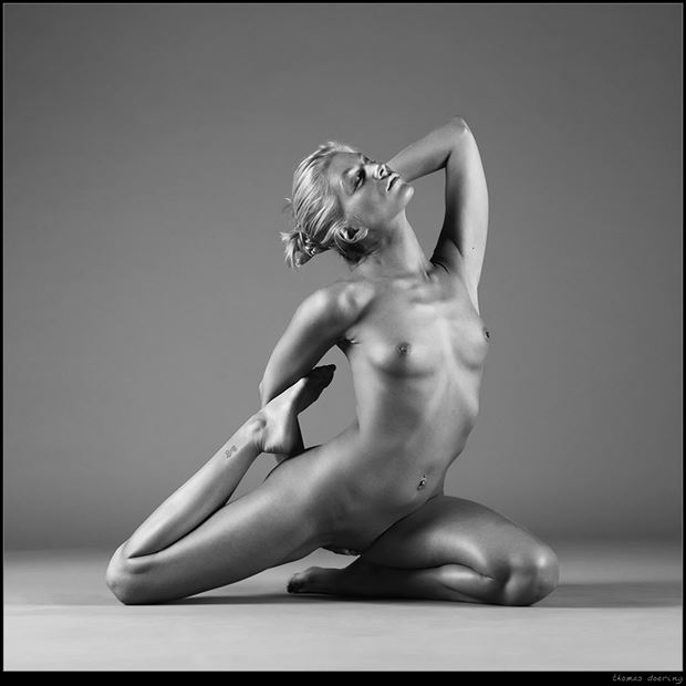 interloop artistic nude photo by photographer thomas doering