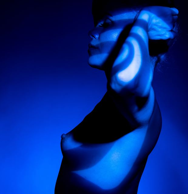 into the blue artistic nude photo by photographer evan