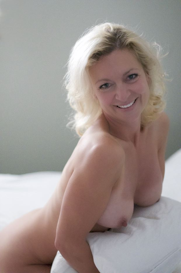 it s me sensual photo by model t marie