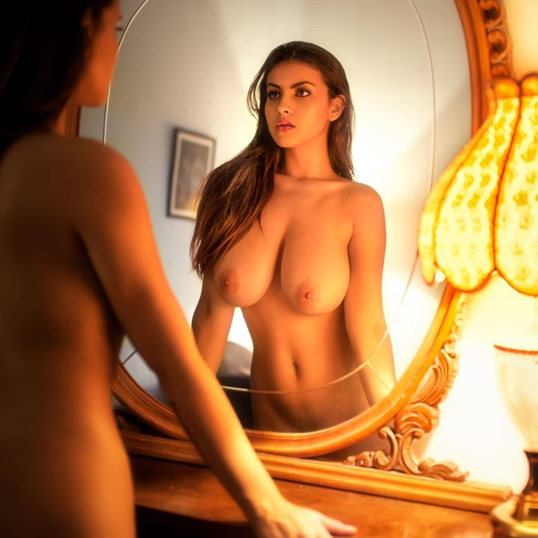 judit in the mirror artistic nude photo by photographer xecbagur