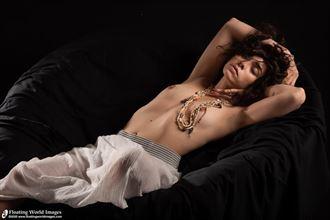 julia artistic nude photo by photographer floatingworldimages