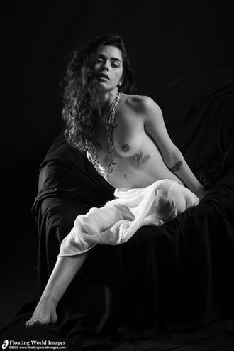 julia in studio artistic nude photo by photographer floatingworldimages