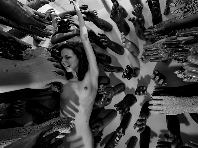 keep the world at bay artistic nude photo by photographer yevette hendler