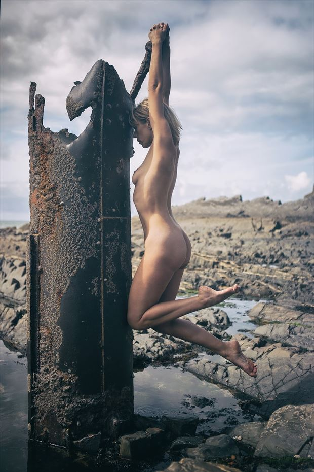 keeping holding on artistic nude photo by model selkie